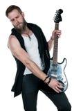 KIEV UKRAINA - Maj 03, 2017 Den karismatiska och stilfulla mannen med ett skägg som spelar en elektrisk gitarr på en vit, isolera Fotografering för Bildbyråer