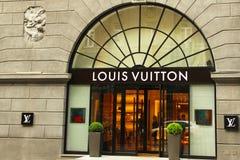 Kiev Ukraina - Maj 3, 2019: Louis Vuitton Clothing Store fotografering för bildbyråer