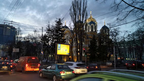 KIEV - UKRAINA - MARS 2017: Domkyrka för ` s för St Volodymyr på aftonen royaltyfri fotografi