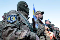 KIEV UKRAINA - May 19 2015: Militära militärer och kvinnor från 'den Sich' batallionen Royaltyfri Fotografi