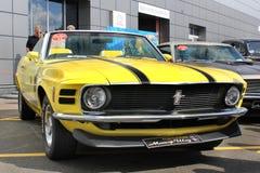 Kiev Ukraina - November17, 2017: Ford Mustang Boss 302 varma hjul royaltyfria foton