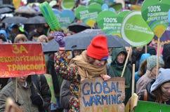 KIEV UKRAINA - November 29, 2015: Ukrainare tar en del i den ukrainska globala klimatmars Arkivfoton