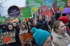KIEV UKRAINA - November 29, 2015: Ukrainare tar en del i den ukrainska globala klimatmars Royaltyfri Bild