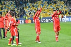Kiev UKRAINA - OKTOBER 19, 2016: Fotbollsspelare för SL Benfica tackar Arkivbild