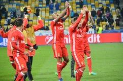 Kiev UKRAINA - OKTOBER 19, 2016: Fotbollsspelare för SL Benfica tackar Arkivfoto