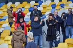 Kiev UKRAINA - OKTOBER 19, 2016: Portugisisk fanservice SL Benfica Royaltyfria Foton