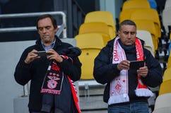 Kiev UKRAINA - OKTOBER 19, 2016: Portugisisk fanservice SL Benfica Arkivbild