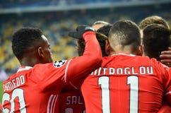 Kiev UKRAINA - OKTOBER 19, 2016: Spelare för SL Benfica firar en goa Arkivbilder