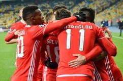 Kiev UKRAINA - OKTOBER 19, 2016: Spelare för SL Benfica firar en goa Royaltyfri Foto