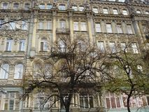 Kiev Ukraina - Oktober 10th, 2008: Gammal byggnad i stilen för neo-renässans renässansnypremiär Arkivfoto