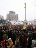 Kiev Ukraina - 27 11 2004 Personer som protesterar på slag på självständighetfyrkant arkivfoto