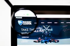 Kiev, Ukraine - 6 avril 2019 : Page d'accueil de site Web de Rocket League Logo de Rocket League évident photographie stock