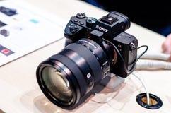 Kiev, Ukraine - 12 avril 2019 : Sony Alpha A7 III à l'exposition photo libre de droits