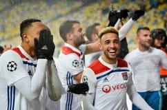 KIEV, UKRAINE - 12 décembre 2018 : Les joueurs de football de Lyon célèbrent la victoire pendant la correspondance de Ligue des C photo stock