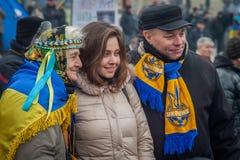 kiev ukraine 19 december, 2013 Mensen op Centrale straat van Th stock foto's