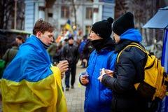 kiev ukraine 23 februari, 2014 Mensen die op barri protesteren stock afbeelding