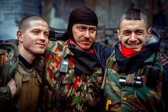 kiev ukraine 23 februari, 2014 Mensen die op barricad protesteren stock foto's