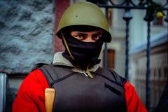 kiev ukraine 23 februari, 2014 Mensen die op barricad protesteren royalty-vrije stock afbeeldingen