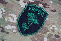 KIEV, UKRAINE - juillet, 08, 2015 Insigne uniforme officieux d'armée de l'Ukraine Photo stock