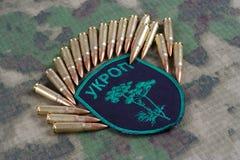 KIEV, UKRAINE - juillet, 08, 2015 Insigne uniforme officieux d'armée de l'Ukraine Images stock