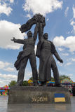Kiev, Ukraine - 12 juin 2015 : Monument dépeignant des travailleurs symbolisant l'amitié entre les peuples russes et ukrainiens Photo stock