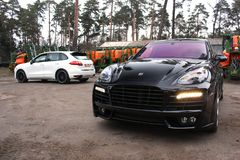 Kiev, Ukraine, le 4 avril 2015 : Magnum de Porsche Cayenne Turbo TechArt images libres de droits