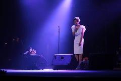 Kiev, Ukraine, 12 04 2011 le chanteur ukrainien célèbre Jamala chante dans l'étape photographie stock libre de droits