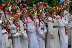 Kiev, Ukraine - 12 mai 2018 : Filles participant à un ensemble de folklore de costumes nationaux Photo libre de droits