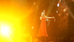 KIEV, UKRAINE - 12 MAI 2017 : Participant Anja Nissen de concours de chanson d'Eurovision du Danemark banque de vidéos