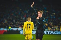 Kiev, UKRAINE - 14 mars 2019 : Arbitre Tobias Stieler pendant la correspondance d'UEFA Europa League entre Dynamo Kiev contre Che photos stock