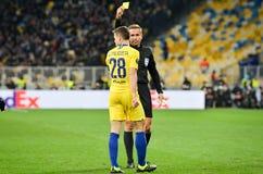 Kiev, UKRAINE - 14 mars 2019 : Cesar Azpilicueta a reçu la carte jaune pendant la correspondance d'UEFA Europa League entre Dynam images stock