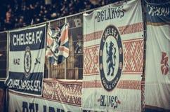 Kiev, UKRAINE - 14 mars 2019 : Les fans de Chelsea soutiennent l'?quipe pendant la correspondance d'UEFA Europa League entre Dyna images stock