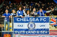 Kiev, UKRAINE - 14 mars 2019 : Les fans de Chelsea soutiennent l'?quipe pendant la correspondance d'UEFA Europa League entre Dyna photo stock