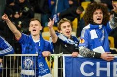 Kiev, UKRAINE - 14 mars 2019 : Les fans de Chelsea soutiennent l'?quipe pendant la correspondance d'UEFA Europa League entre Dyna image stock