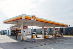 Kiev, Ukraine - 22 mars 2017 : Station service de Shell Royal Dutch S images libres de droits