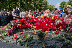 Kiev, Ukraine - May 9, 2016: Citizens lay flowers to the monument to the fallen soldiers. Of World War II Royalty Free Stock Photo