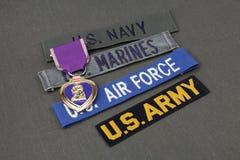 KIEV, UKRAINE - nov. 11, 2017 Concept militaire de vétéran des USA avec la récompense de Purple Heart sur l'uniforme vert photo libre de droits
