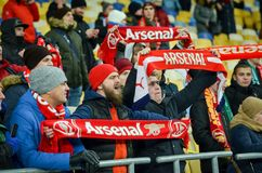 KIEV, UKRAINE - 29 novembre 2018 : Fans et ultras d'arsenal de FC pendant la correspondance d'UEFA Europa League entre Vorskla Po images libres de droits