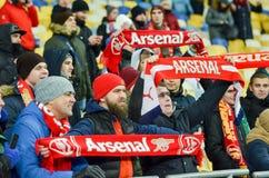 KIEV, UKRAINE - 29 novembre 2018 : Fans et ultras d'arsenal de FC pendant la correspondance d'UEFA Europa League entre Vorskla Po photographie stock libre de droits