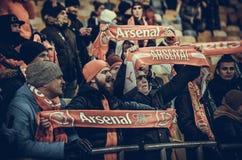 KIEV, UKRAINE - 29 novembre 2018 : Fans et ultras d'arsenal de FC pendant la correspondance d'UEFA Europa League entre Vorskla Po image stock