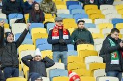KIEV, UKRAINE - 29 novembre 2018 : Fans et ultras d'arsenal de FC pendant la correspondance d'UEFA Europa League entre Vorskla Po photo stock