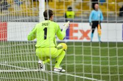 KIEV, UKRAINE - 29 novembre 2018 : Gardien Shust derrière le filet pendant la correspondance d'UEFA Europa League entre Vorskla P images libres de droits