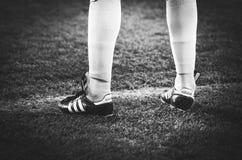 KIEV, UKRAINE - 29 novembre 2018 : Jambes latérales d'arbitre pendant la correspondance d'UEFA Europa League entre Vorskla Poltav photographie stock libre de droits