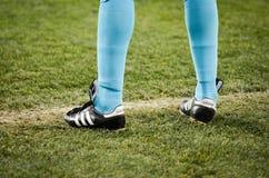 KIEV, UKRAINE - 29 novembre 2018 : Jambes lat?rales d'arbitre pendant la correspondance d'UEFA Europa League entre Vorskla Poltav photographie stock