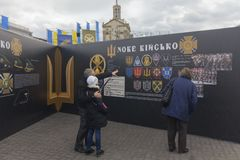 Kiev, Ukraine - October 30, 2017: Citizens consider historical materials on Independence Square Royalty Free Stock Images