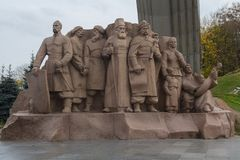 Kiev, Ukraine - 23 octobre 2017 : Monument dépeignant des travailleurs symbolisant l'amitié entre les peuples russes et ukrainien Photographie stock