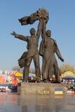 Kiev, Ukraine - 20 octobre 2016 : Monument dépeignant des travailleurs symbolisant l'amitié entre les peuples russes et ukrainien Photos libres de droits