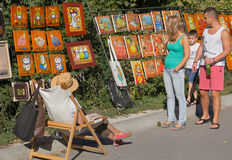 Kiev, Ukraine - September 20, 2015: Passers-by examine the work of the artist sold the painting Royalty Free Stock Photos