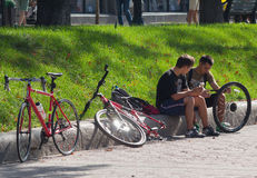 Kiev, Ukraine - September 20, 2015: Two young people-cyclists Stock Photography