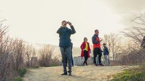 Kiev, Ukraine - 04 06 2019 : Touristes marchant au centre historique de Kiev photos stock
